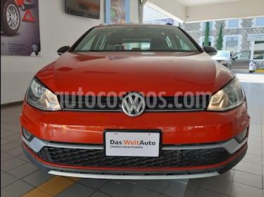 Foto Volkswagen CrossGolf 1.4L usado (2017) color Naranja Metalico precio $295,000