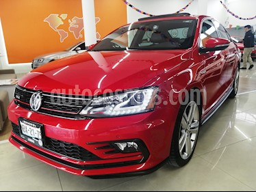 Volkswagen Jetta GLI 2.0T DSG usado (2017) color Rojo Tornado precio $360,000