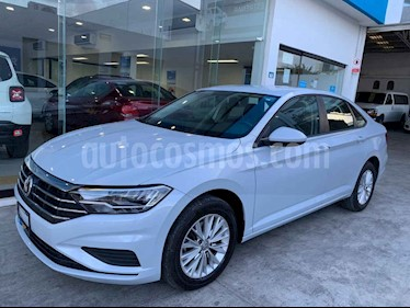 Foto venta Auto usado Volkswagen Jetta Comfortline Tiptronic (2019) color Plata precio $265,900