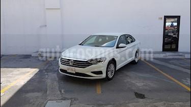 Foto Volkswagen Jetta Comfortline usado (2019) color Blanco precio $361,200