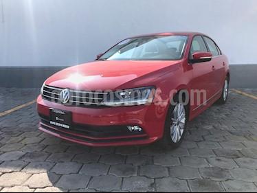 Foto venta Auto Seminuevo Volkswagen Jetta Comfortline (2017) color Rojo Tornado precio $255,000