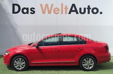 Foto venta Auto usado Volkswagen Jetta Comfortline (2017) color Rojo Tornado precio $276,000
