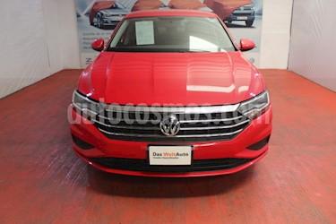 Volkswagen Jetta Comfortline usado (2019) color Rojo Tornado precio $294,000