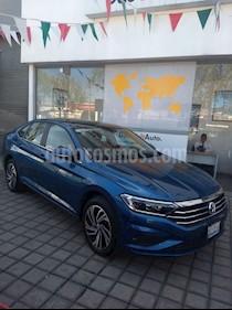 Foto venta Auto Seminuevo Volkswagen Jetta Highline (2019) color Azul precio $385,000