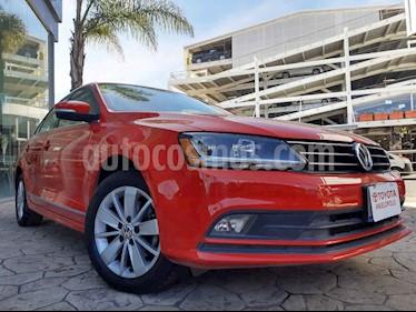 Volkswagen Jetta Trendline usado (2017) color Rojo precio $225,000
