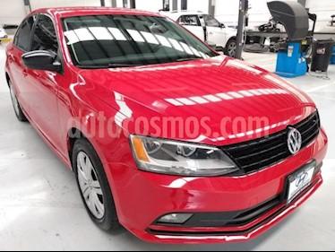 Volkswagen Jetta 4P 2.0L 115HP TM5 R-16 usado (2018) color Rojo precio $212,000