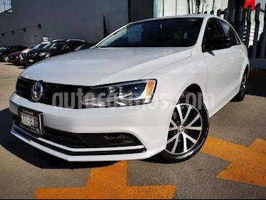 Volkswagen Jetta Trendline usado (2018) color Gris Platino precio $240,000