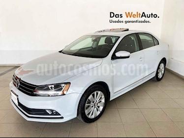 Volkswagen Jetta 4p Comfortline L5/2.5 Aut usado (2018) color Blanco precio $240,489