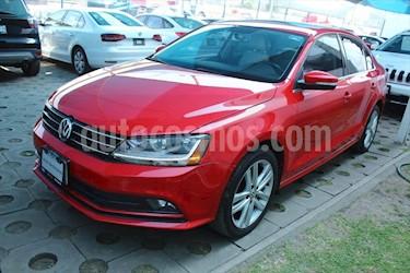 Volkswagen Jetta SPORTLINE STD usado (2017) color Rojo precio $258,000