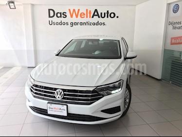 Volkswagen Jetta Comfortline usado (2019) color Blanco precio $303,000
