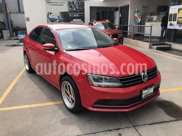 Volkswagen Jetta Trendline 2.0 usado (2017) color Rojo precio $203,000