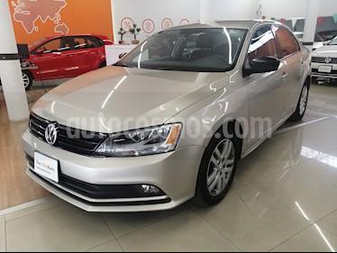 Volkswagen Jetta Trendline usado (2016) color Plata Lunar precio $170,000