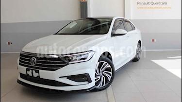 Volkswagen Jetta 4p Highline L4/1.4/T Aut usado (2019) color Blanco precio $370,000