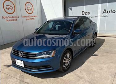 Volkswagen Jetta 4p Trendline L5/2.5 Man usado (2018) color Azul precio $297,000