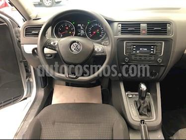Volkswagen Jetta 4P TRENDLINE AT RA-16 usado (2016) color Plata precio $210,000
