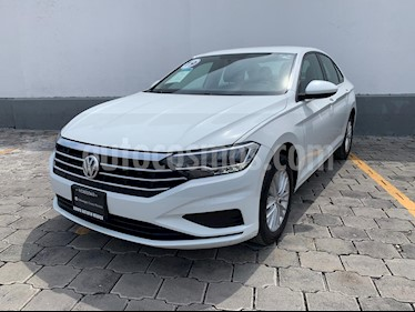 Volkswagen Jetta Comfortline usado (2019) color Blanco precio $299,990