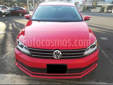 Volkswagen Jetta Comfortline usado (2016) color Rojo precio $200,000