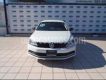 Volkswagen Jetta 2.0L STD usado (2016) color Blanco precio $180,000