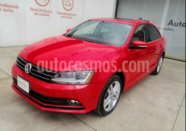 Foto Volkswagen Jetta Sportline 1.8 T usado (2018) color Rojo precio $316,990
