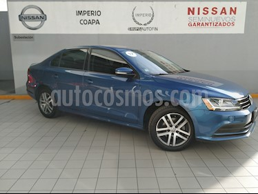 Foto venta Auto Seminuevo Volkswagen Jetta Trendline 2.0 Aut (2017) color Azul Cielo precio $265,000