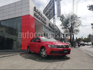 Foto venta Auto Seminuevo Volkswagen Jetta Trendline 2.0 (2015) color Rojo Tornado precio $195,000