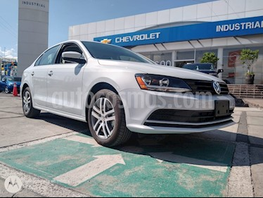 Foto venta Auto usado Volkswagen Jetta Trendline Tiptronic (2018) color Plata Reflex precio $249,000