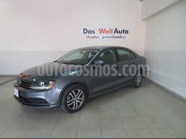 Foto venta Auto usado Volkswagen Jetta Trendline (2018) color Gris Platino precio $241,101