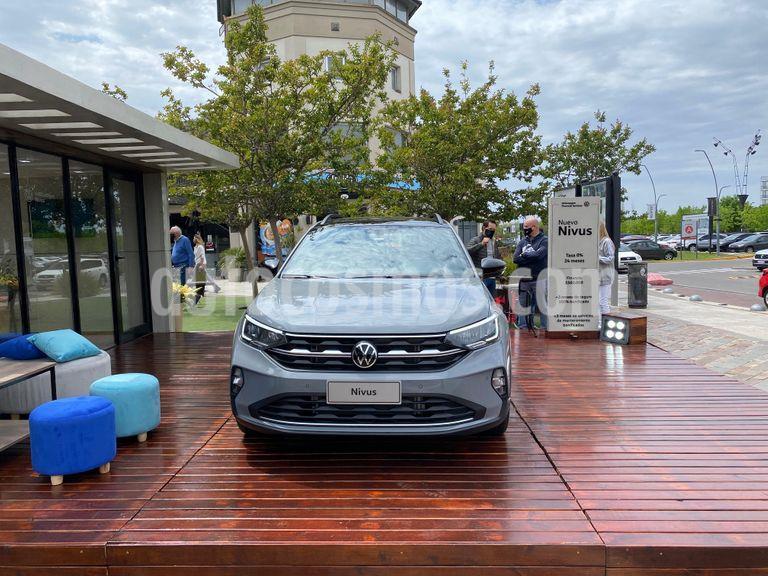 Volkswagen Nivus Comfortline 200 TSi nuevo color Gris precio $1.804.000