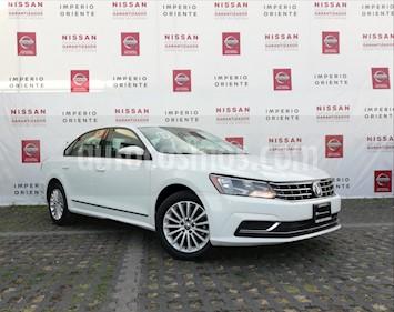 Foto venta Auto Seminuevo Volkswagen Passat 2.0 Lujo (2017) color Blanco precio $300,000