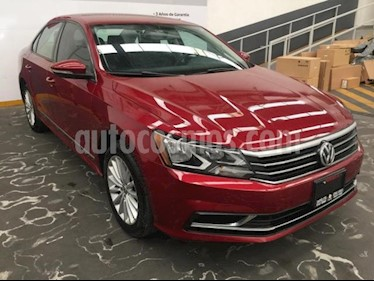 Foto venta Auto usado Volkswagen Passat 4p Comfortline L5/2.5 Aut (2017) color Rojo precio $229,500