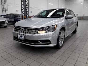 Foto venta Auto usado Volkswagen Passat 4p Comfortline L5/2.5 Aut (2018) color Plata precio $285,000