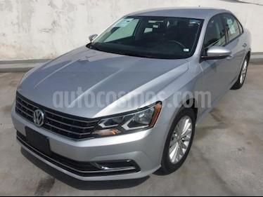 Foto venta Auto usado Volkswagen Passat 4p Comfortline L5/2.5 Aut (2017) color Plata precio $229,500