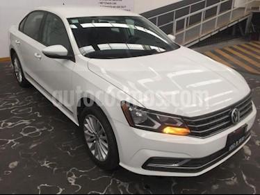 Foto venta Auto usado Volkswagen Passat 4p Comfortline L5/2.5 Aut (2017) color Blanco precio $229,500