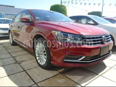 Foto venta Auto usado Volkswagen Passat COMFORT MOTOR 2.52L TRANS 6VEL AUT (2017) color Rojo precio $275,000