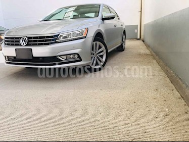 Foto Volkswagen Passat GLX VR6 Aut usado (2018) color Plata precio $365,000