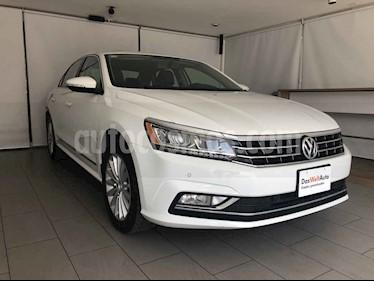 Volkswagen Passat 4p Highline L5/2.5 Aut usado (2017) color Blanco precio $250,000
