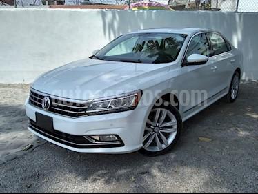 Volkswagen Passat DSG V6 usado (2017) color Blanco precio $310,000