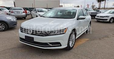 Volkswagen Passat 4p Sportline L5/2.5 Aut LED usado (2017) color Blanco precio $209,900