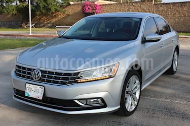 Volkswagen Passat DSG V6 usado (2017) color Plata Reflex precio $329,000