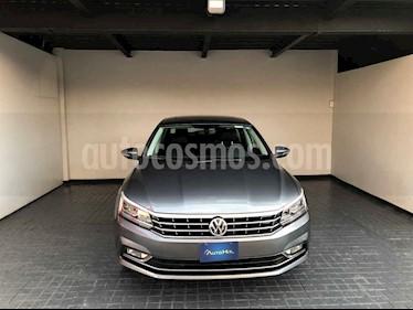 Volkswagen Passat 4p VR6 V6/3.6 Aut Cam/tr usado (2018) color Gris precio $404,000