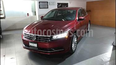 Volkswagen Passat 4p Sportline L5/2.5 Aut LED usado (2017) color Rojo precio $289,000