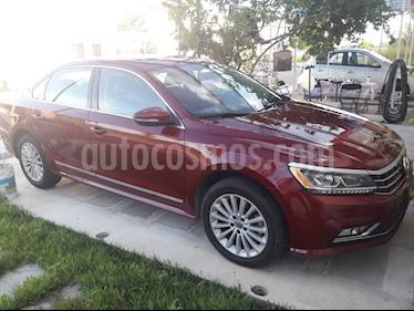 Volkswagen Passat Tiptronic Highline usado (2017) color Rojo precio $300,000