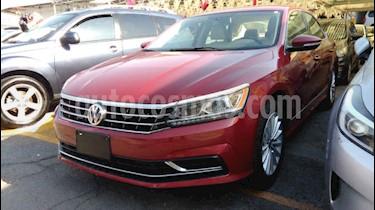 Volkswagen Passat 4p Sportline L5/2.5 Aut LED usado (2017) color Rojo precio $209,900