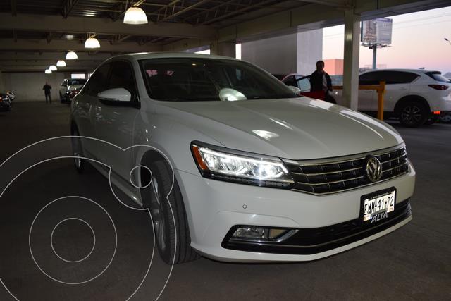 Volkswagen Passat DSG V6 usado (2017) color Blanco precio $375,000