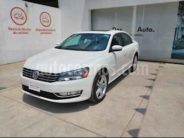 Volkswagen Passat 4p VR6 V6/3.6 Aut Cam/tr usado (2015) color Blanco precio $225,000