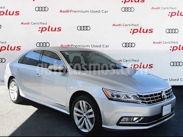 Volkswagen Passat 2.8L V6 usado (2018) color Plata precio $360,000
