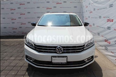 Foto Volkswagen Passat Tiptronic Highline usado (2017) color Blanco precio $275,000