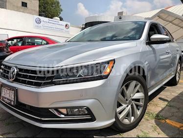 Foto venta Auto usado Volkswagen Passat Tiptronic Highline (2017) color Plata precio $392,893