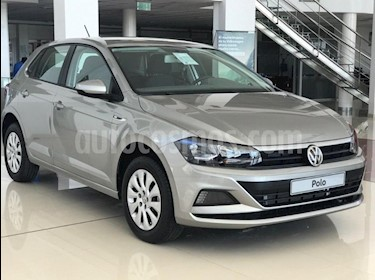 Foto Volkswagen Polo 5P Trendline Aut usado (2019) color Gris Claro precio $869.000
