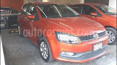 Foto venta Auto Seminuevo Volkswagen Polo Hatchback 1.6L (2015) color Naranja Cobre precio $158,000